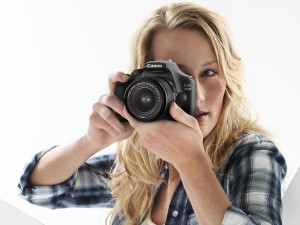 Canon_EOS_1100D_in_use_Female_Youth