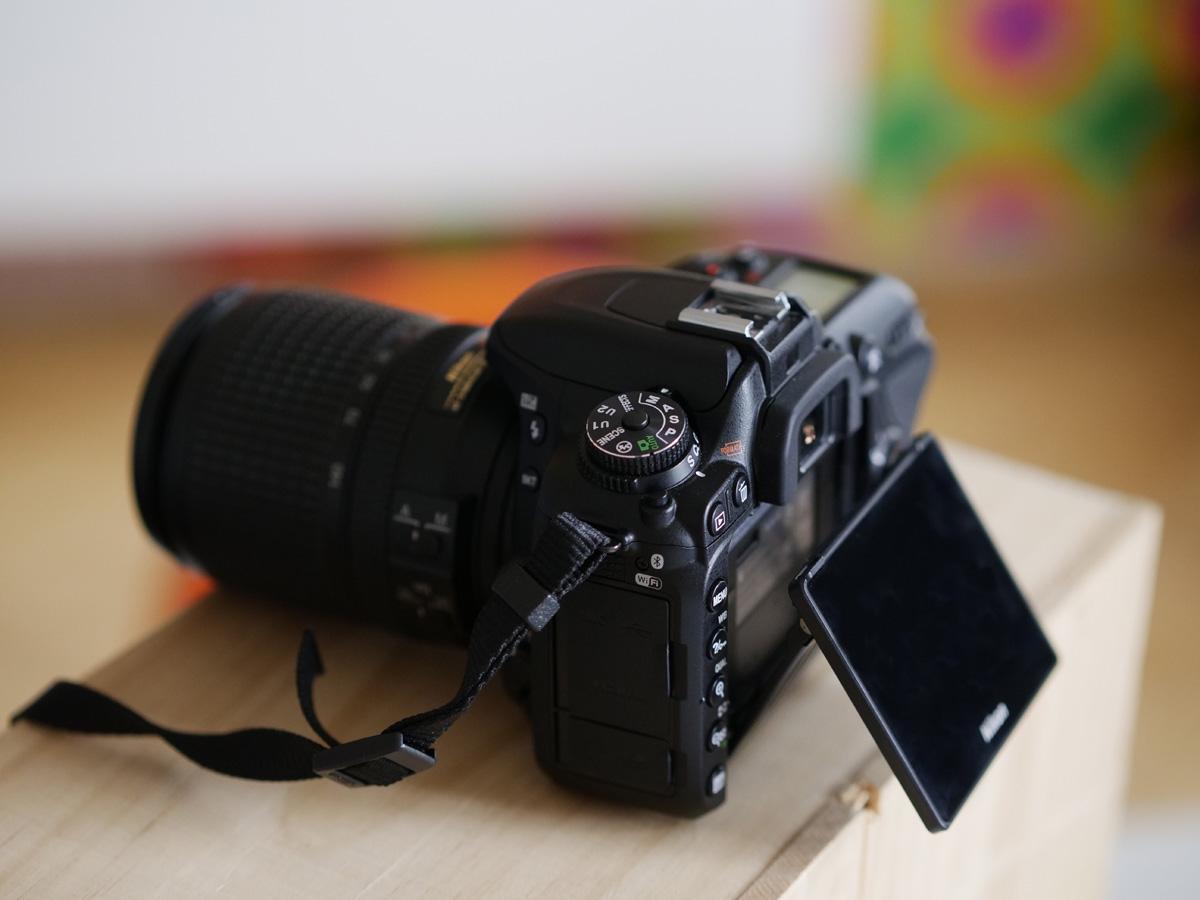Nikon D7500 výklopný dotykový LCD displej