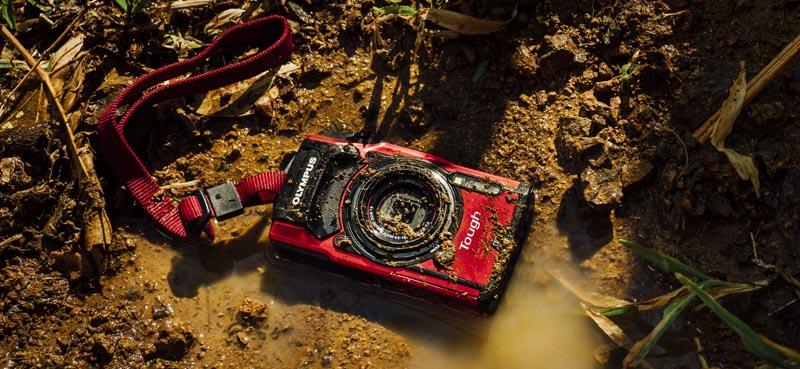 Kompaktní vodotěsný fotoaparát do terénu