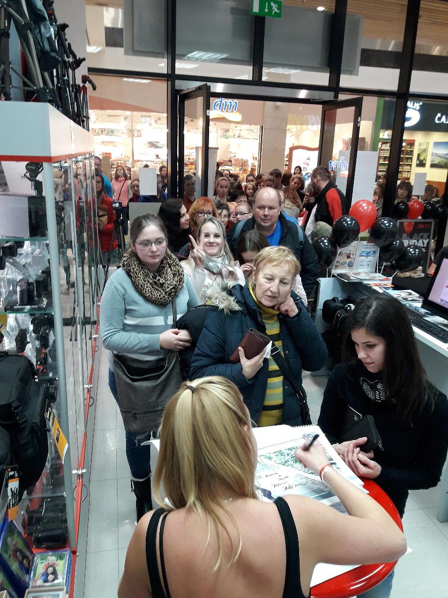 Psí život - Patrície Solaříková na prodejnách FOTOLAB