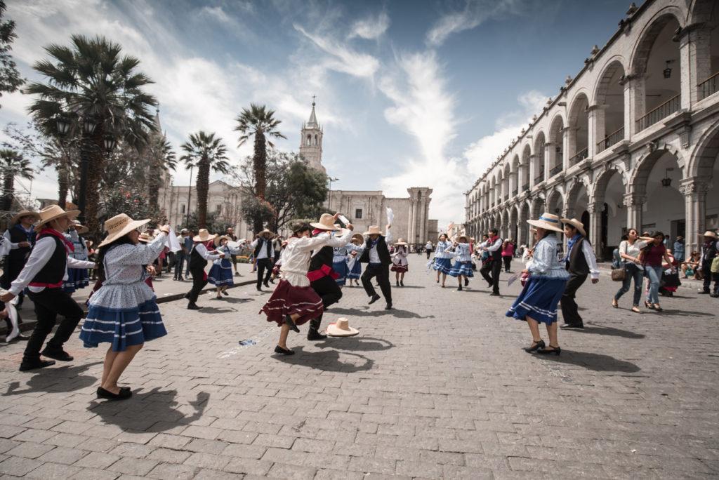 AREQUIPA, tradiční festival tance na hlavním náměstí