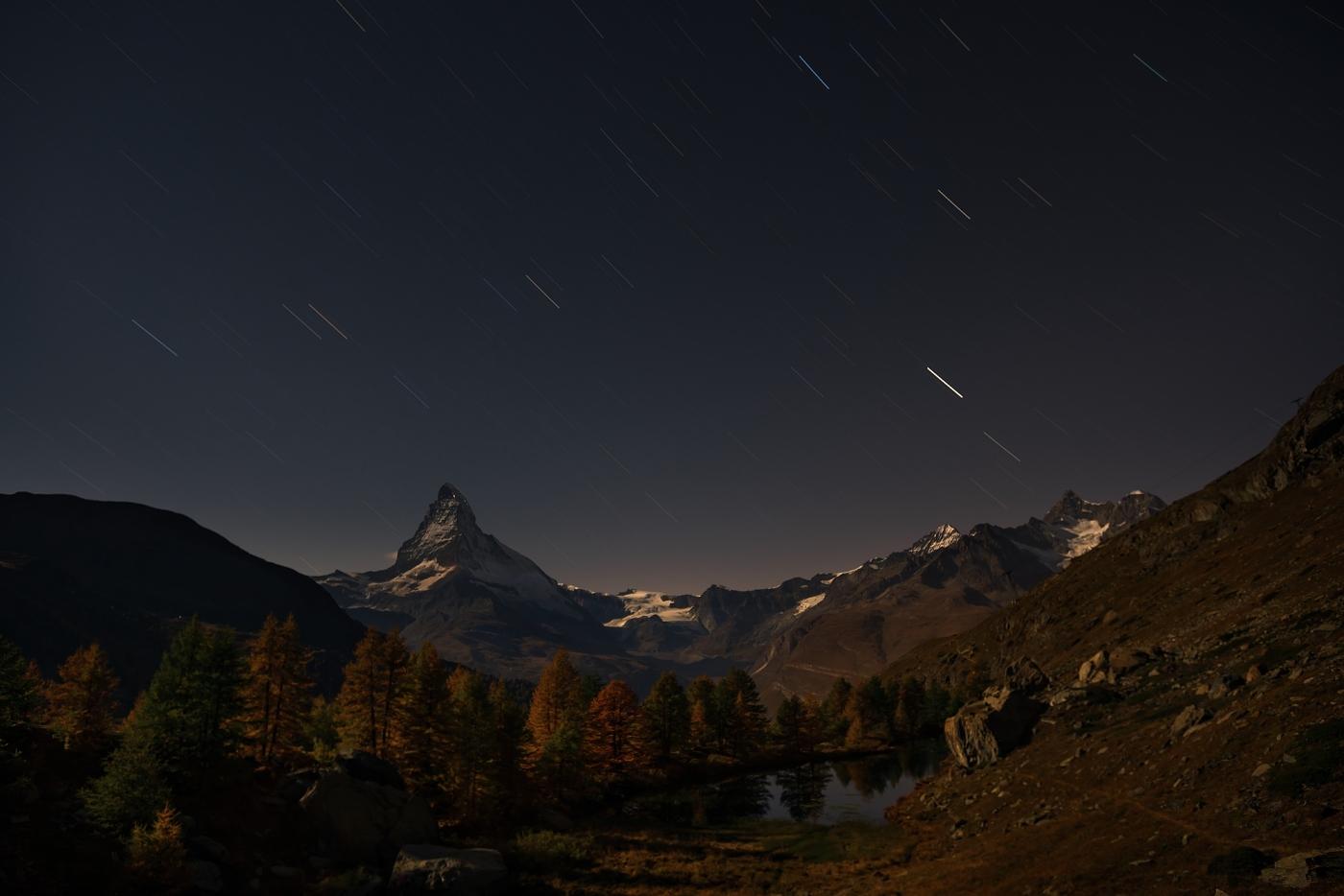 Noční Matterhorn, Walliské Alpy, Švýcarsko. D600, Nikon 17-35mm f/2,8 AF-S, clona f/5, čas 672 sekund, ohnisko 25 mm