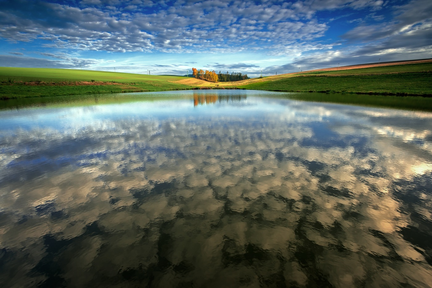 Sedlákův rybník, Vysočina, Česká Republika. Nikon D600, Nikon 17-35mm f/2,8 AF-S, clona f/9, čas 1/60, ohnisko 17 mm, polarizační filtr VFFOTO PS US 77mm