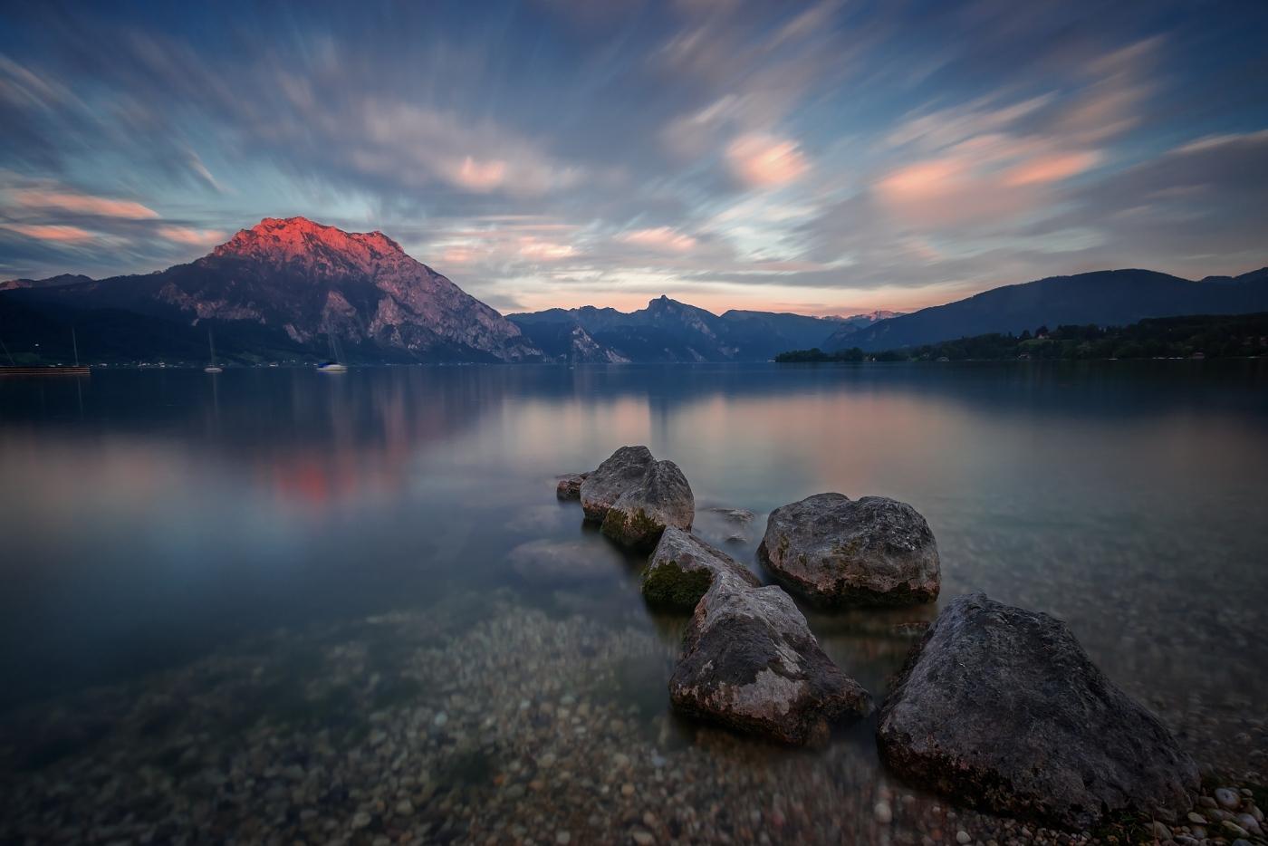 Jezero Traunsee, Rakousko. D600, Nikon 17-35mm f/2,8 AF-S, clona f/10, čas 179 sekund, ohnisko 17 mm, ND filtr 1000x VFFOTO TITANIUM GS 67 mm, Přechodový filtr VFFOTO NHDQ 0.9 soft 100x150 mm