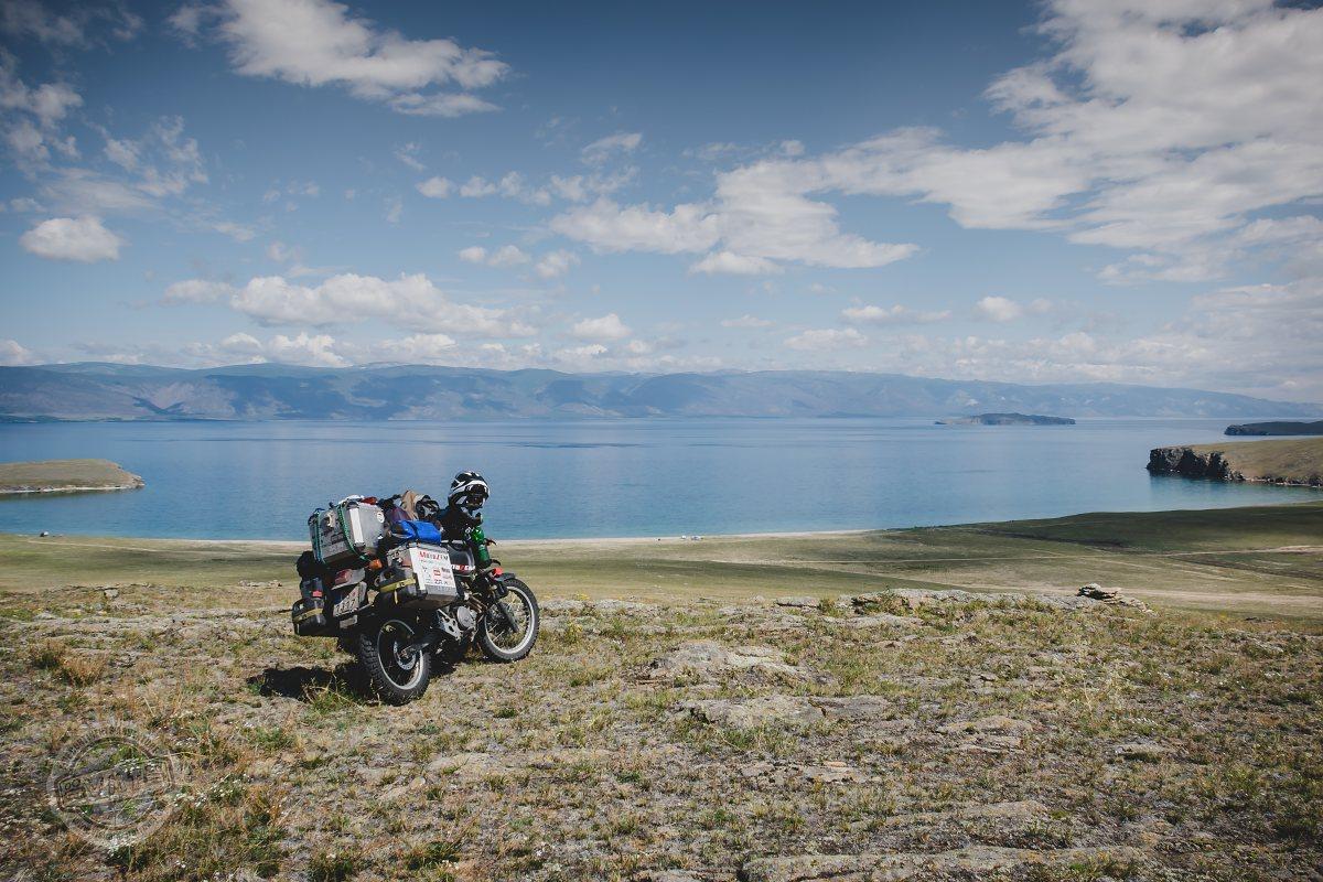 Ostrov Orkhon na jezeře Bajkal nabízí místa, kde nepotkáte živáčka.