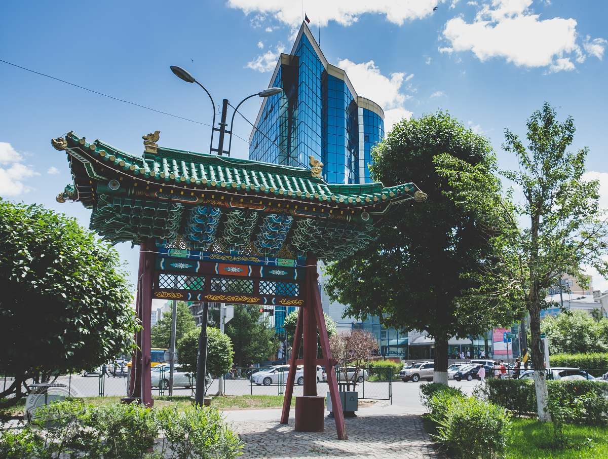 V hlavním městě Ulánbátar se snoubí původní architektura s moderními budovami.