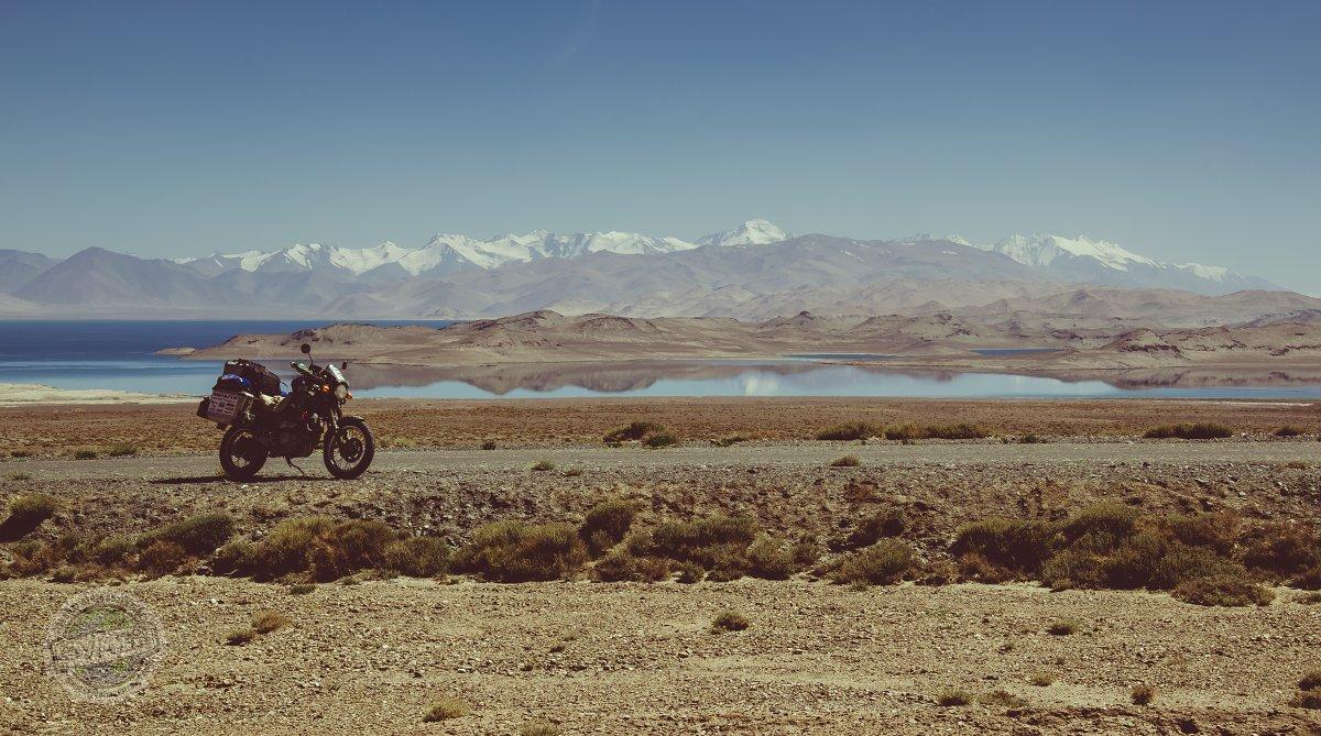 Jezero Karakul ve výšce 4000 m.n.m. Panuje zde neuvěřitelné ticho a klid.