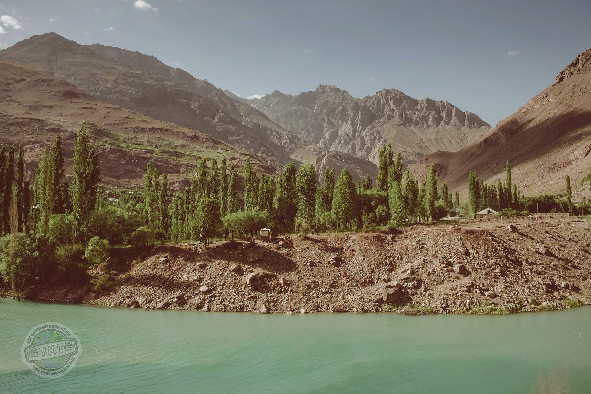 Na druhé straně řeky je už Afgánistán.