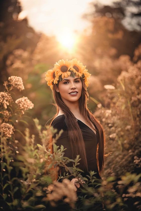portrét se slunečnicemi