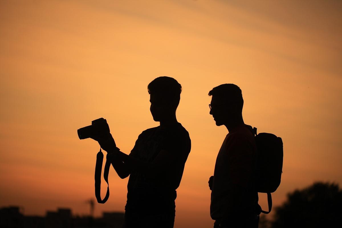 Fotografové při západu slunce