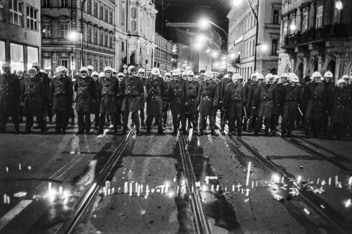 Jan Šibík - fotograf, reporter, výstava, revoluce, 1989, Canon