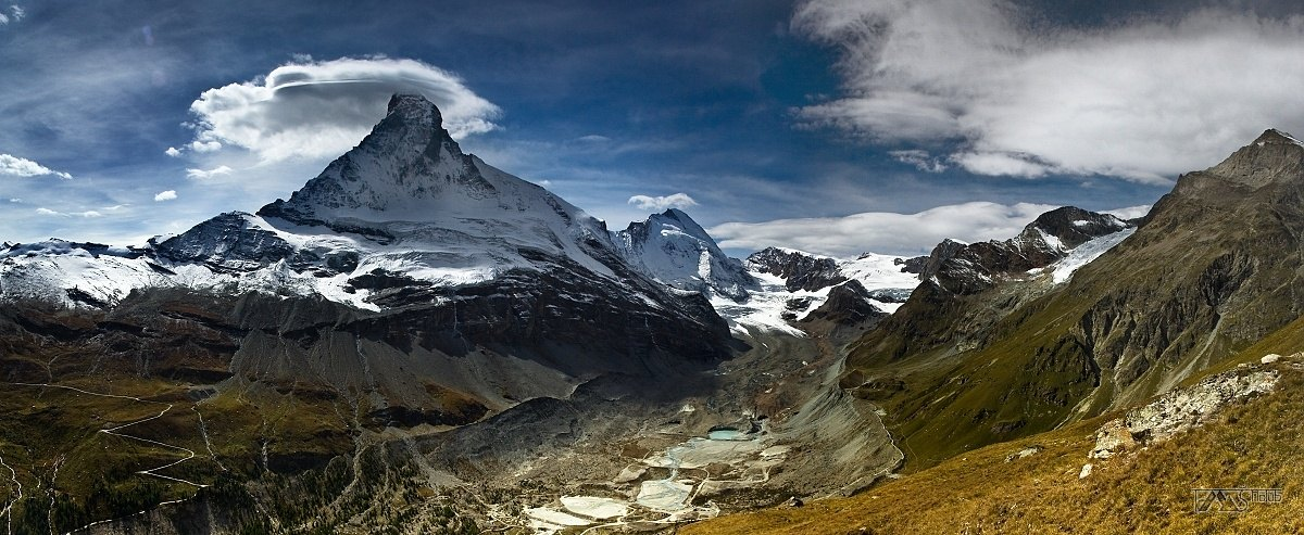 Trek kolem Matterhorn, Walliské Alpy, Panorama Matterhornu s údolím