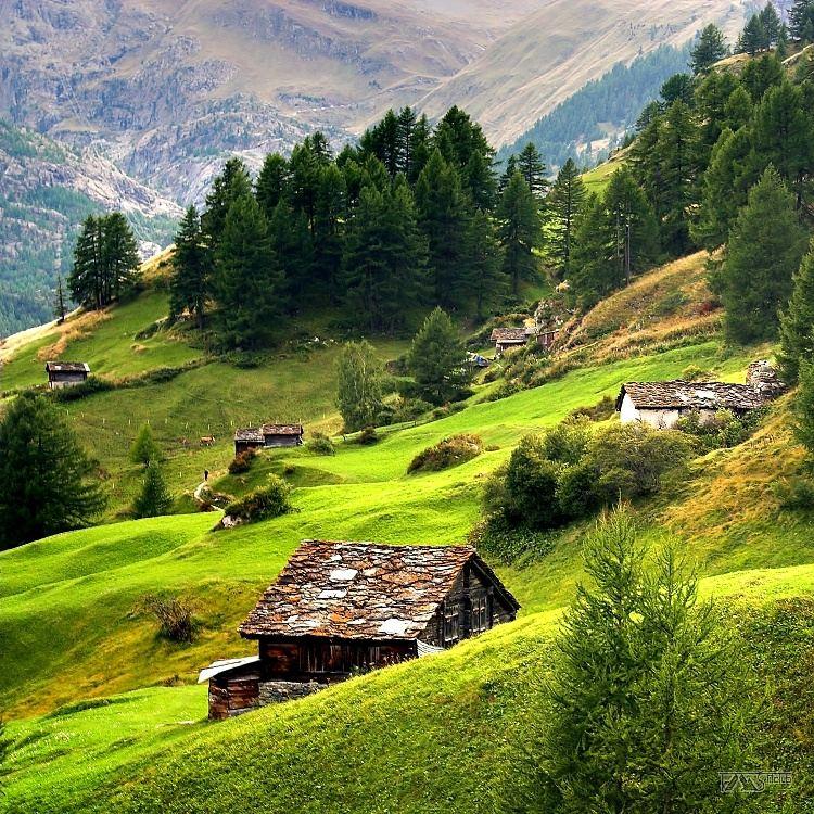 Trek kolem Matterhorn, Walliské Alpy, Louky a pastviny nad Zermattem