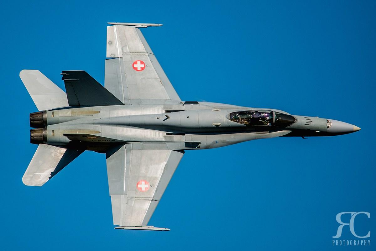 Proudové letadlo fotografované na manuální režim expozice s AUTO ISO.