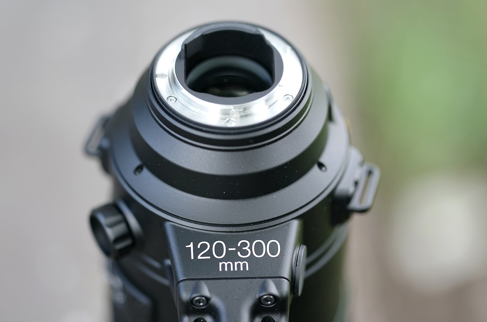 Nikon 120-300mm f/2,8