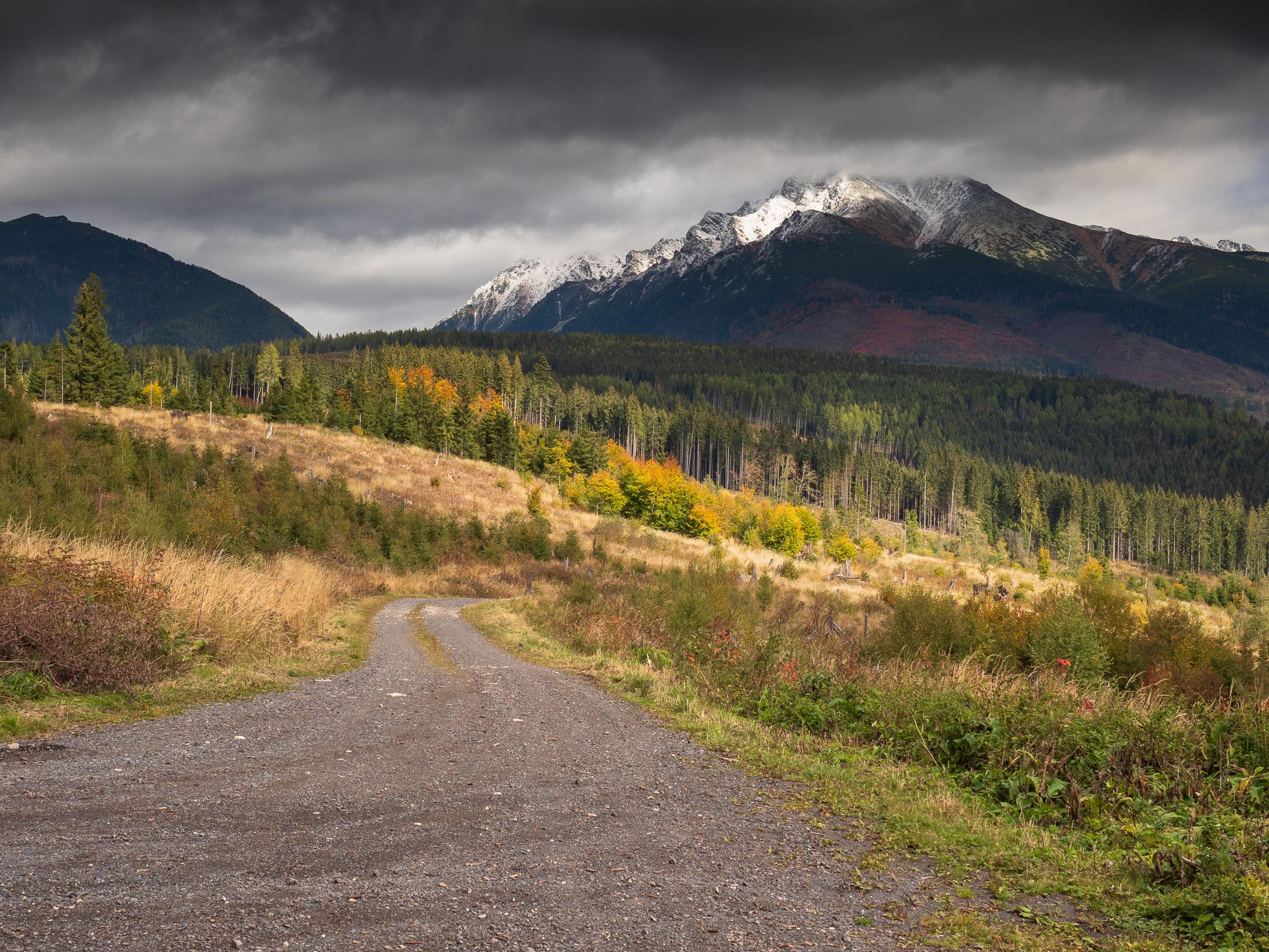 Hora při západu slunce na podzim