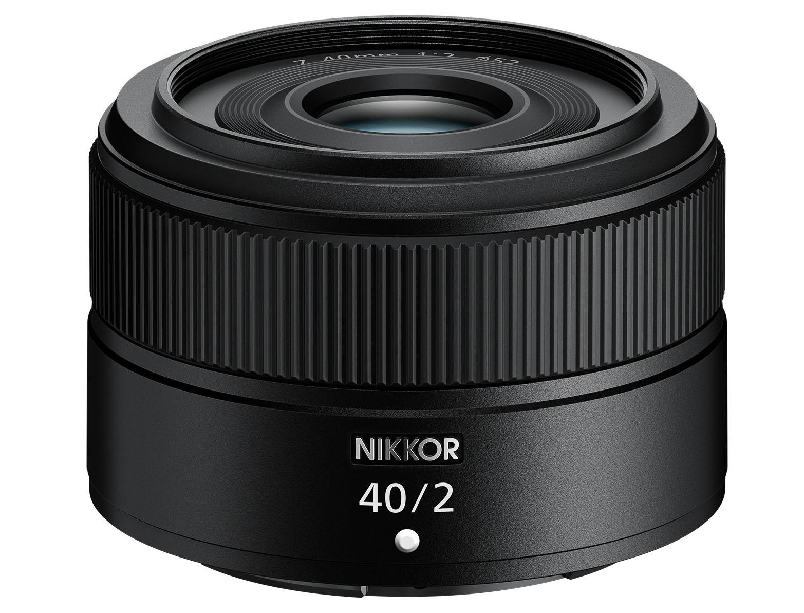 Nikon NIKKOR Z 40mm f/2. Hmotnost jen 170 gramů.