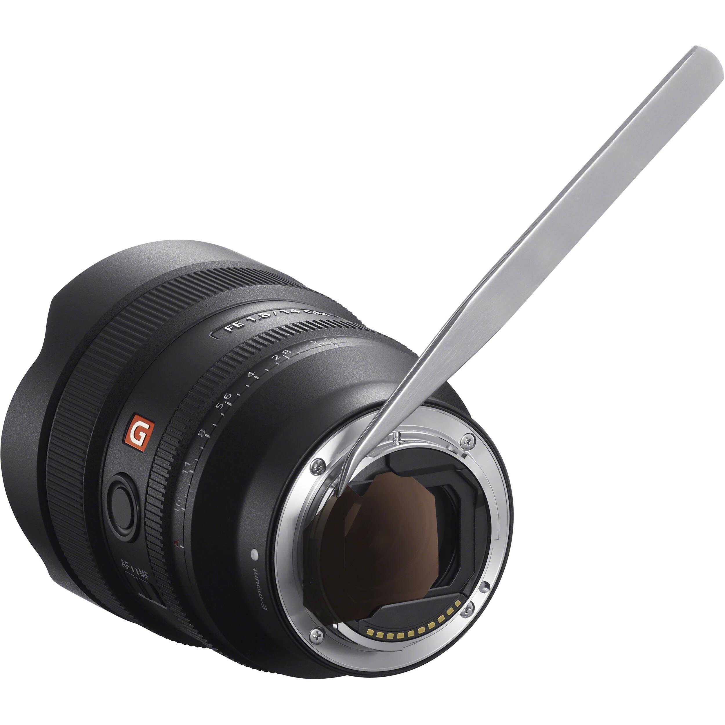 Sony FE 14mm f/1,8 GM je vybaven držákem gelových filtrů